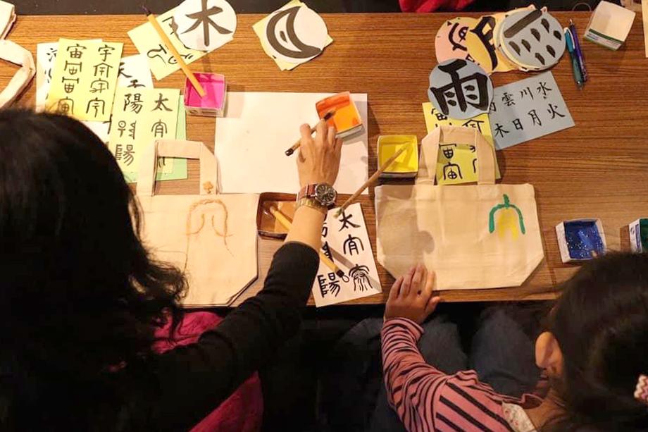 長野でのアート楽書展、ワークショップの様子です。