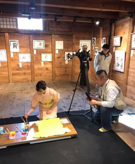 長野でのアート楽書展、書家島田蒼月がテレビ取材を受けました。
