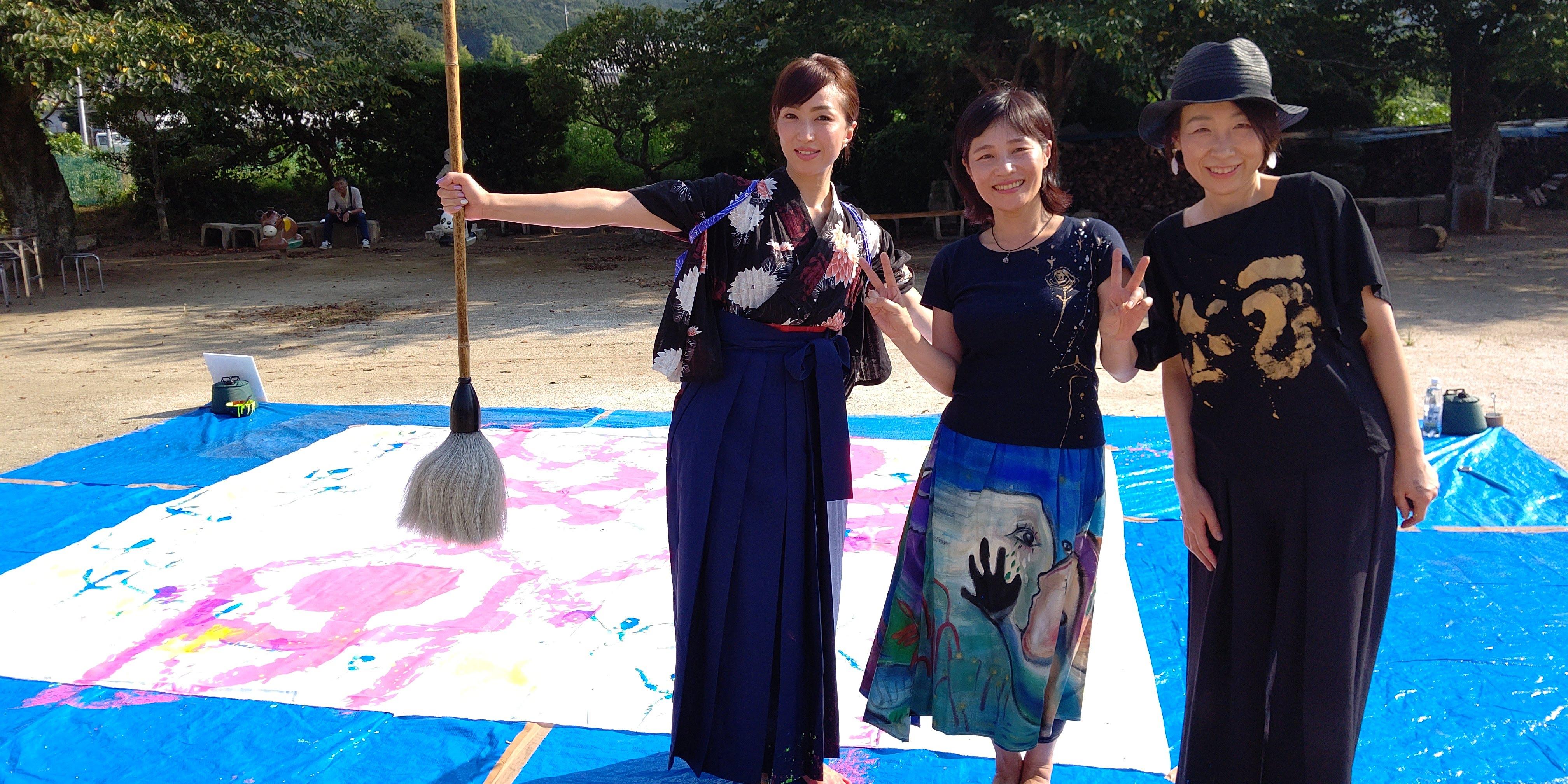 書道団体無限未来の書家、島田蒼月による書道パフォーマンスです。