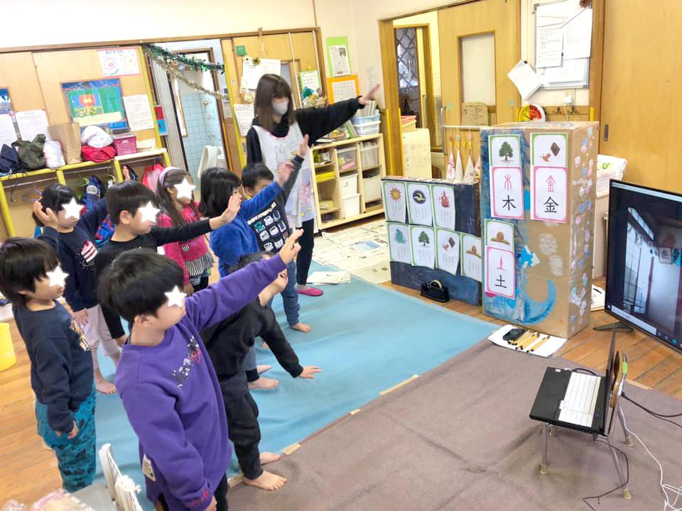 厚木市小中保育園にてオンライン書道ワークショップを開催した西川梨世